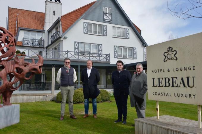 Hotel Lebeau met de nieuwe uitbaters Wim Dereu en Karel Coudyse© DM