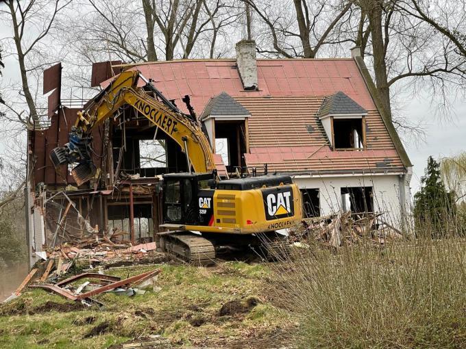 De afbraakwerken aan villa LaToya zijn begonnen.