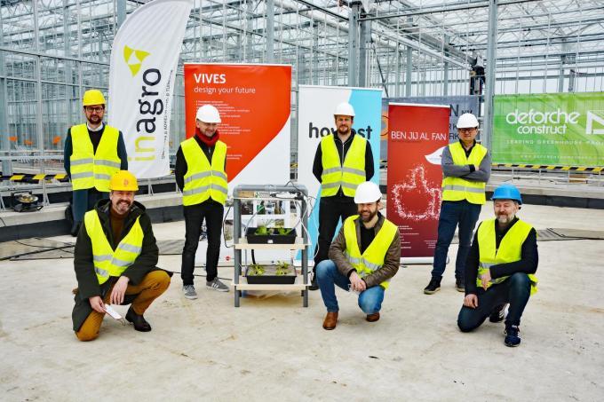 Howest, Vives en comedian en landbouwingenieur Henk Rijckaert lanceren het educatieve project 'mini-Agrotopia'.© JB