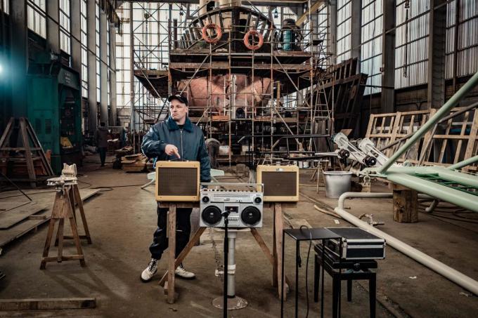 Johannes Is Zijn Naam nam een sessie op voor Lijfstroom op een scheepswerf.© Kathie Danneels