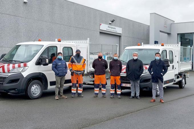 Het personeel is blij met de drie niewe voertuigen.© GF