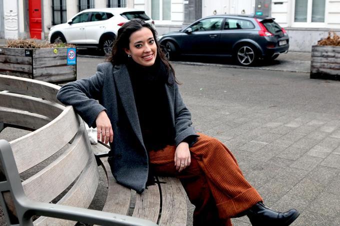 Femke op een bank voor onze babbel in Antwerpen.© PADI/Daniël