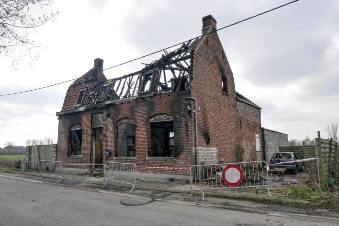 De leegstaande woning in de Frelinghienweg werd door het vuur tot een ruïne herschapen.© Christoph Lefebvre
