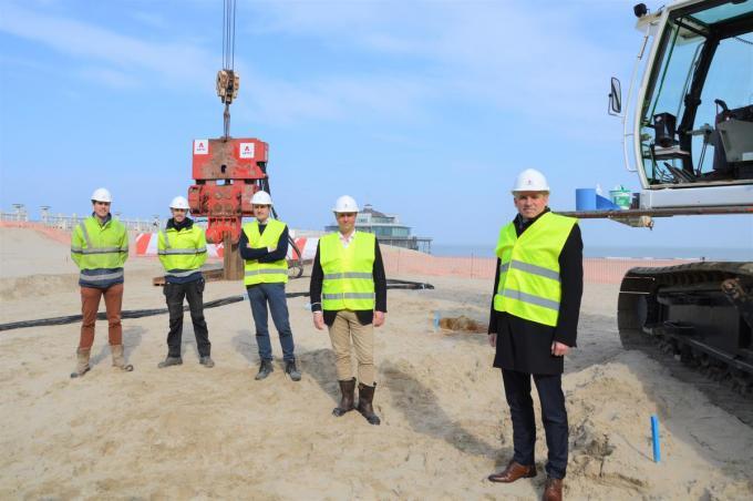 Het startschot voor de renovatie van de Pier werd gegeven in het bijzijn van minister Diependaele.©WK WK