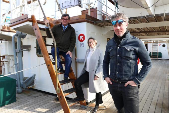 Burgemeester Bart Tommelein, Ann Desmet van het Geluidshuis en acteur Tom Vermeir.© GLO