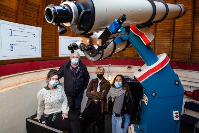 Sarah Verplancke, Nico Blontrock, Neil Haesebrouck, Prisca Schalenbier bij de volkssterrenwacht.© Davy Coghe