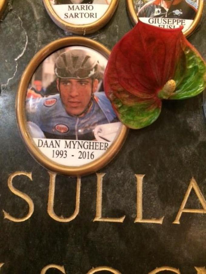 In een kapelletje aan het Comomeer in Italië heeft Daan eveneens een plekje gekregen.© GF