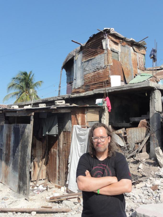 Heulenaar Carlo Herpoel ging tien jaar geleden in Haïti zes weken helpen na een verwoestende aardbeving. (gf)