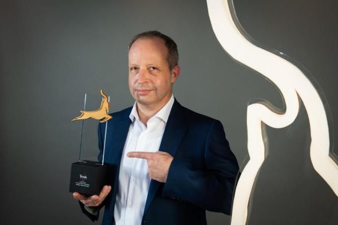 Ceo Wim Houf poseert trots met de Trends Supergazelle, een mooie bekroning voor het bedrijf.© (gf)