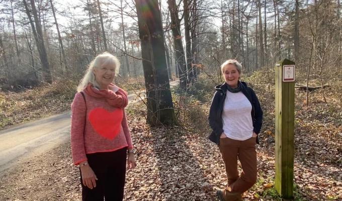 Marijke Vanryckeghem en Roos Taeckens wandelden ook al naar Compostella© KVdm