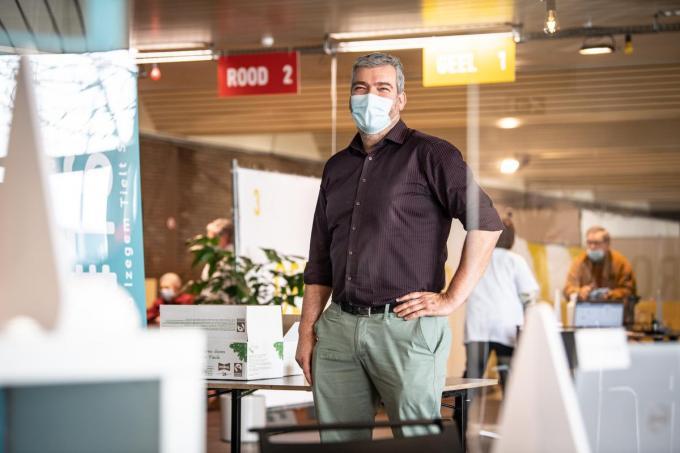 Anton Jacaobus in het vaccinatiecentrum in zaal ISO. (foto Frank)©Frank Meurisse Frank Meurisse