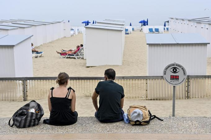 Het alcoholverbod geldt ook aan de strandcabines.© BELGA/DIRK WAEM