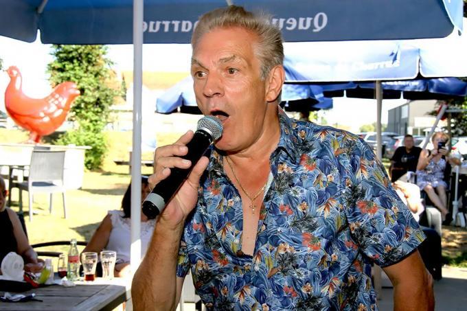 Salim Seghers tijdens een optreden in De Kippe in Merkem.© PADI/Daniël