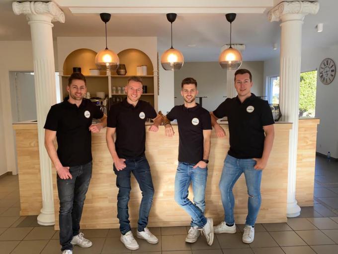 De vier van Café Paris met v.l.n.r. Bob, Ben, Julien en Kenny.