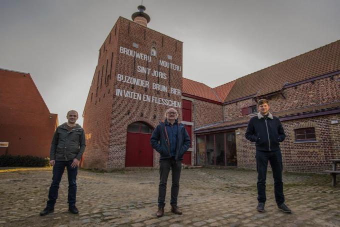 Günther Goudeseune, Wim Chielens en Jan Decorte aan de mouterijtoren.© Michael Depestele