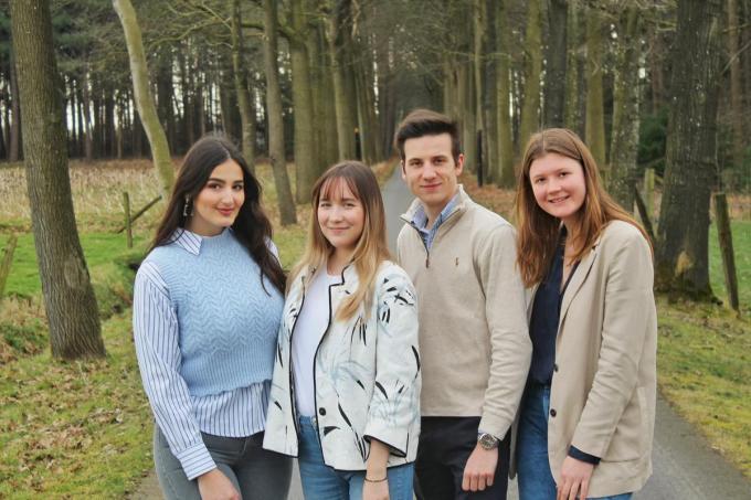 We herkennen van links naar rechts Lorena Qufay, Océane Hulpiau, Wouter Postelmans en Iris Vandepopuliere.© BC