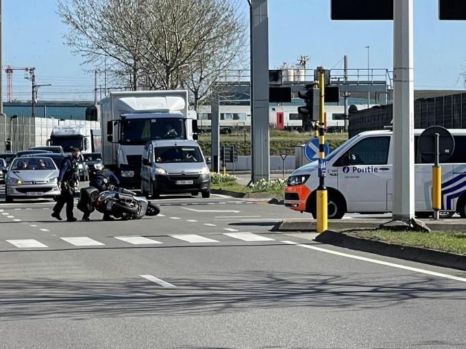 Het ongeval veroorzaakte enige verkeershinder.© JRO