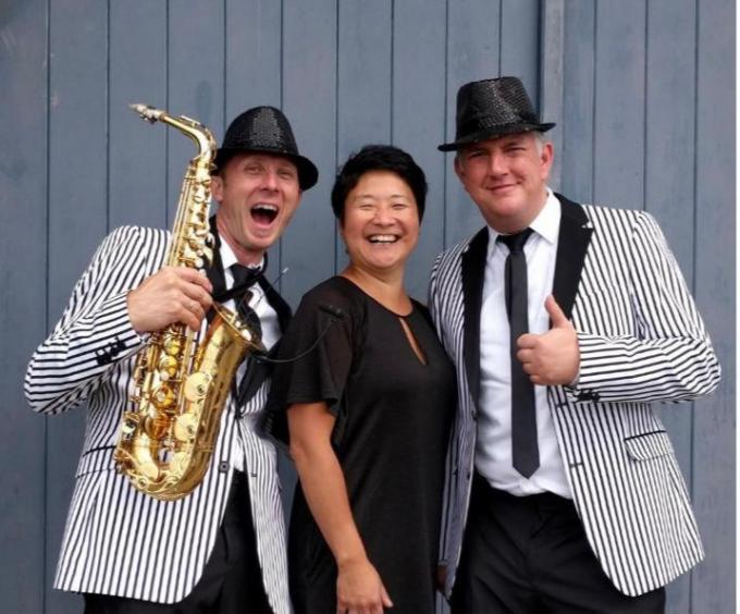 TOO Sharp zorgt voor de muzikale omkadering tussen de optredens.© Gf
