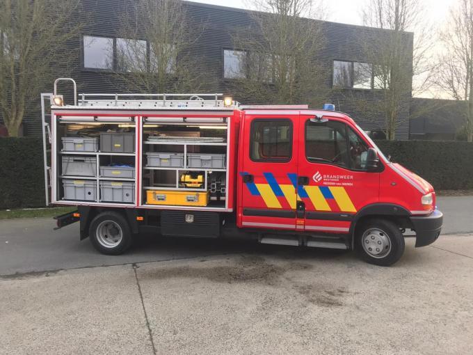 Het speciale DRT-team van de brandweer slaagde erin om nog enkele dieren te redden.© JH
