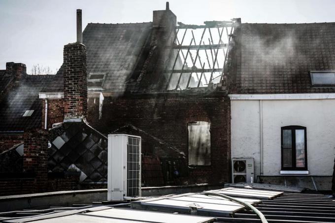 De brand ontstond achterin de woning.© CLL