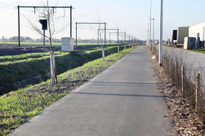 Momenteel is enkel het stukje fietspad ter hoogte van het nieuwe bedrijventerrein aan de Roeselaarseweg al klaar.©Johan Sabbe