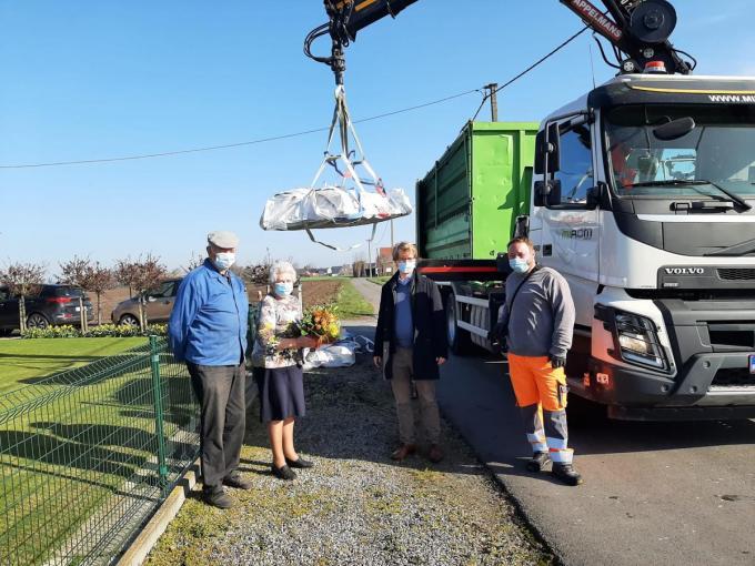 De medewerkers verzamelden al 1.352.421 kg asbestafval.© Nele