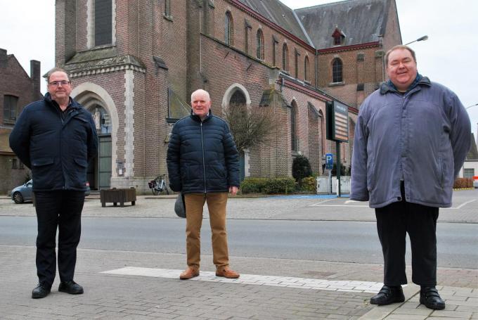 De Zultse parochiegroep met Paul Lapierre, Albert D'Huyvetter en pastoor Peter Bracke.©Marc Valcke
