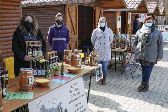 Op de markt van Ploegsteert vatten diverse verenigingen post.© SR