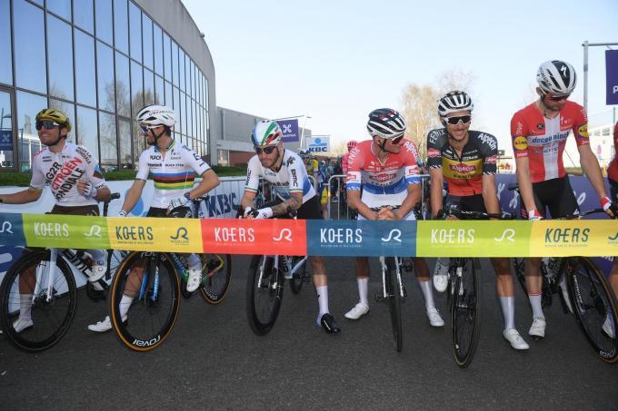 Greg Van Avermaet, Julian Alaphilippe, Giacomo Nizzolo, Mathieu van der Poel, Dries De Bondt, Kasper Asgreen aan de start van de 75ste 'Dwars Door Vlaanderen'.©DAVID STOCKMAN BELGA
