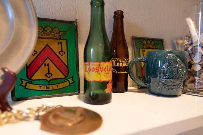 Ook enkele flesjes van de ter ziele gegane Tieltse Brouwerij Loosvelt sieren Martins verzameling.© WME