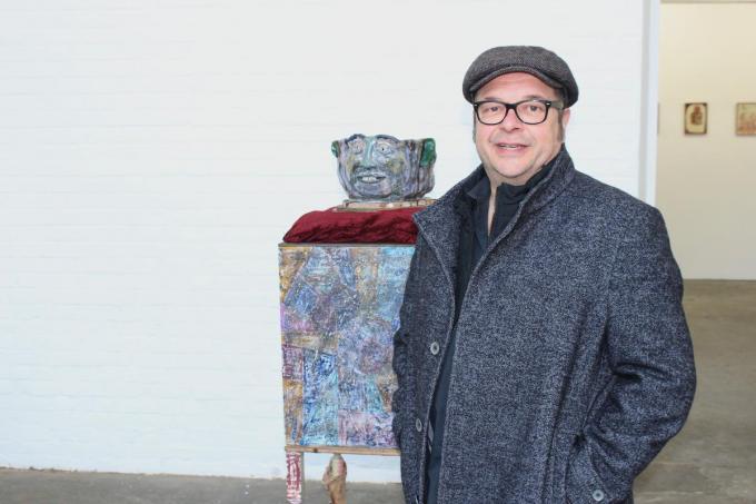 Joris Van der Borght in zijn galerie Bruthaus die in de Molenstraat een vaste stek vond. (foto DJW)