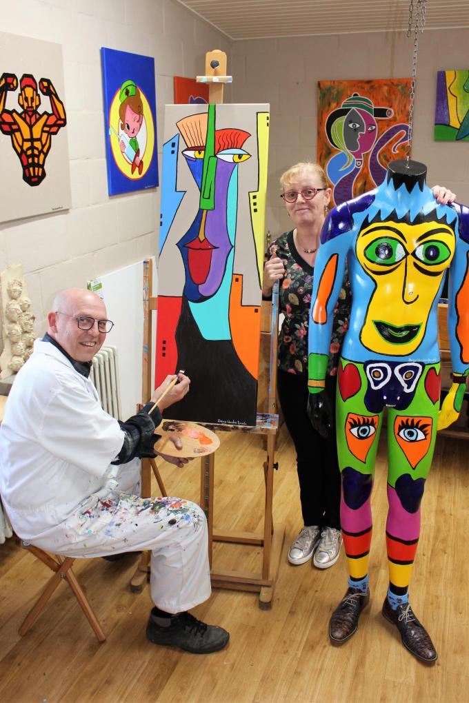 Dany Vanden Broele, die met echtgenote Katleen Inghelbrecht Spijshuis Godelieve in Gistel uitbaat, herontdekte de geneugten van het schilderen.©Laurette Ingelbrecht