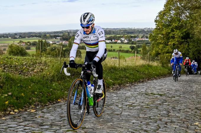 In eigen land bleef Julian Alaphilippe onder de radar. In West-Vlaanderen lieten ze die kans niet liggen.© BELGA