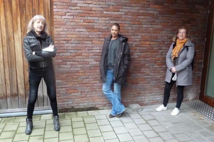 Caroline Verhaeghe, Yasmien Ousta, Sofie Moerkerke. (foto Unie der Zorgelozen)