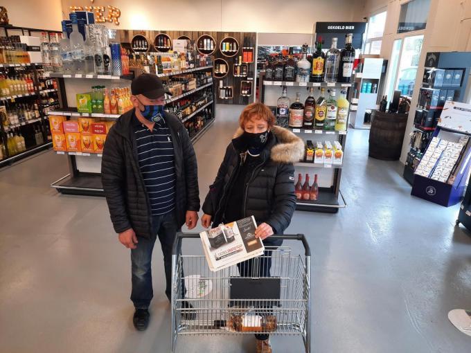 Met de bon in De Krant van West-Vlaanderen kregen Carlo en Marina geen brikje, maar wel een blikje Filou.