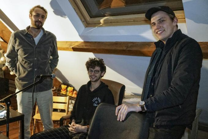 De broers Julien en Thomas sloegen de handen in elkaar met Lennert. (foto CLL)
