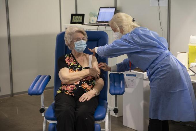 In de week van 19 april zou iedere 65-plusser minstens één prikje gekregen moeten hebben. (foto Belga)©HATIM KAGHAT BELGA