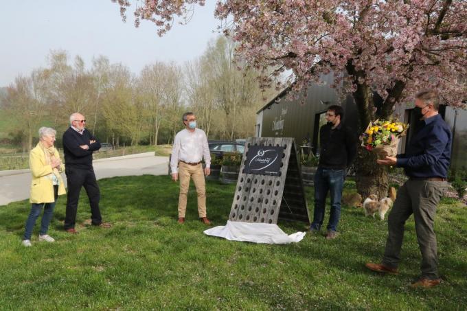 In aanwezigheid van Jean-Pierre Six en zijn echtgenote, schepen Vanacker, burgemeester De Meyer en Edward Six werd een plaat onthuld.© EF