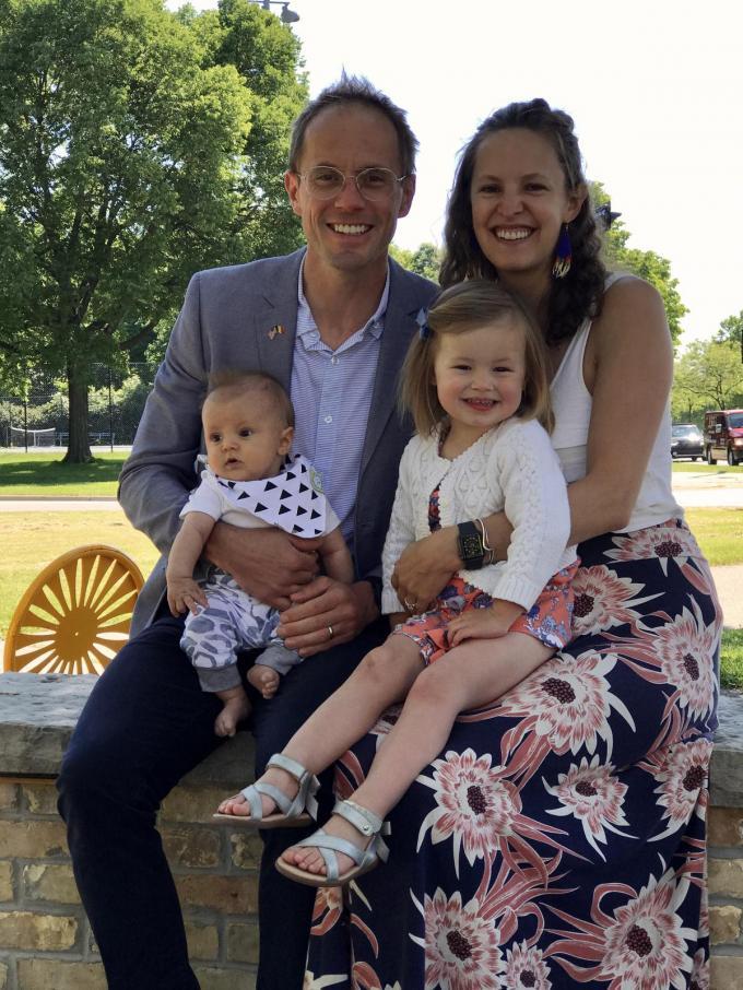 Tim Vanderjeugd woont met zijn gezin in Amerika. We zien hem met zijn vrouw Marcy en kinderen Louisa en Remi.© gf