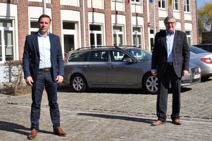 Gunther Simoens (l.) heeft donderdag 1 april officieel de fakkel overgenomen van Philip Vanhaesebrouck.©TOM VAN HOUTTE foto TVW