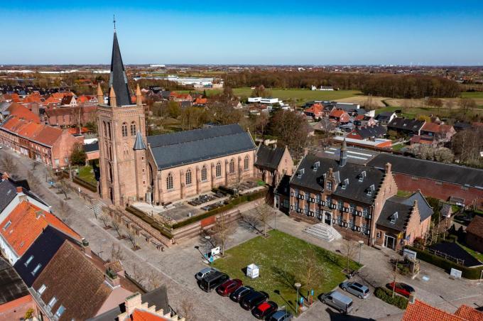 De Sint-Bavokerk in Westrozebeke, waar vandaag de dag rust en stilte overheerst. Vroeger is het vaak anders geweest. (foto Kurt)©Kurt Desplenter Foto Kurt