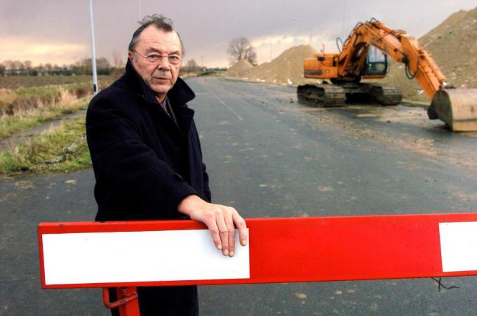 Daniël Denys in 2003 bij de werken voor de doortrekking van de rijksweg in zijn deelgemeente Beveren. (foto SB-©Stefaan Beel Stefaan Beel