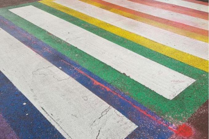 Er komt straks een regenboogzebrapad in Tielt.© gf