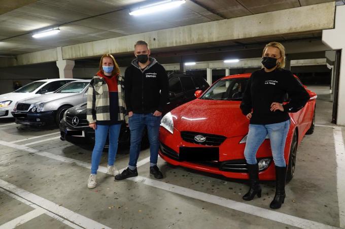 Laura (rechts) en Jens (midden) zorgen ervoor dat alles vlot verloopt.© AN