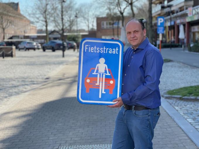 """Mobiliteitsschepen Jason Van Landschoot: """"Hier geloven we in.""""© AVH"""
