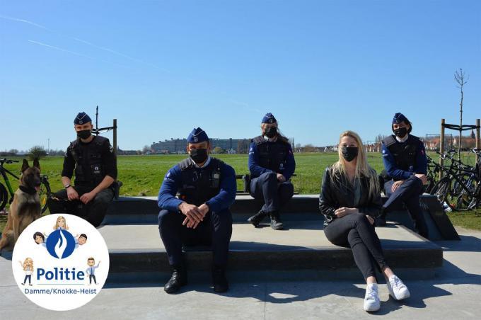 De agenten poseerden al voor een eerste foto.© gf