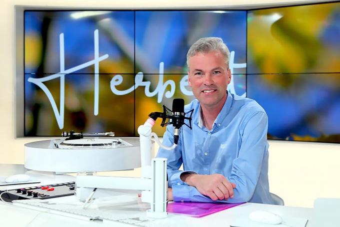 Herbert in de studio van MENT TV in Mariakerke bij Gent.© PADI/Daniël