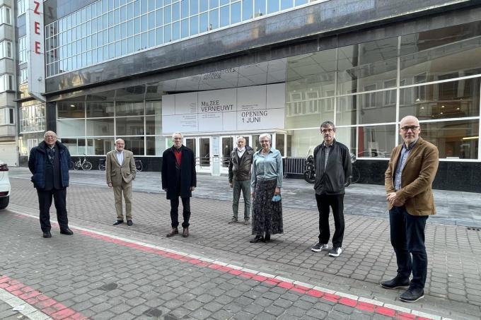 De leden van de raad van bestuur van De Vrienden van Mu.ZEE, voor 'hun' museum dat wordt vernieuwd en normaal gezien op 1 juni heropent.© JRO