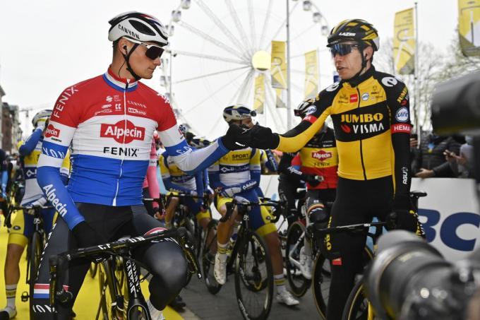 Twee topfavorieten: Mathieu van der Poel (Alpecin-Fenix) en Wout Van Aert (Team Jumbo-Visma) aan de start van de start van de 105ste editie van de Ronde van Vlaanderen.©DIRK WAEM BELGA