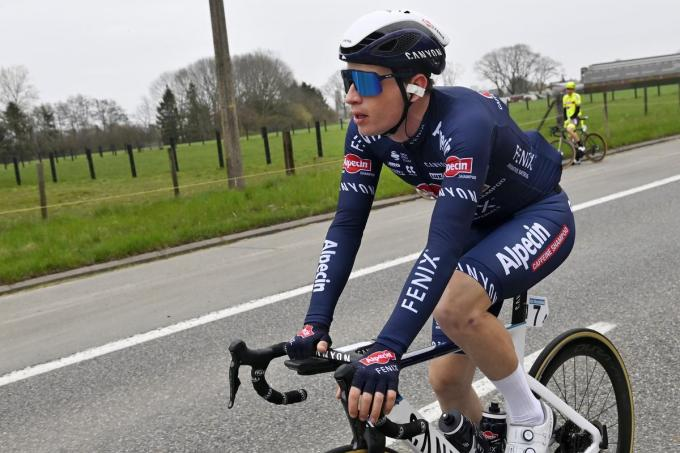 De Belg Otto Vergaerde (Alpecin-Fenix) na zijn diskwalificatie tijdens de Ronde van Vlaanderen.©DIRK WAEM BELGA